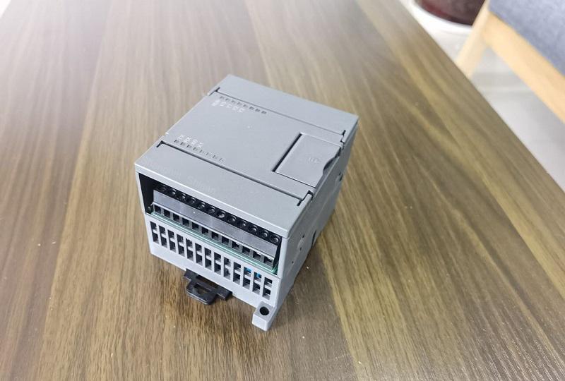 控制器1.jpg